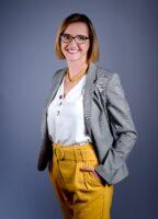Zdjęcie przedstawia drNatalię Marciniak-Madejską, którajest Dyrektorem Działu Projektów Rozwojowych wzespole SENSE consulting.